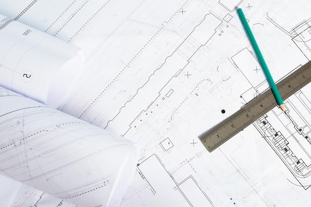 Arquitetura e construção. local de trabalho do projeto arquiteto-arquitetônico, plantas, régua. vista do topo