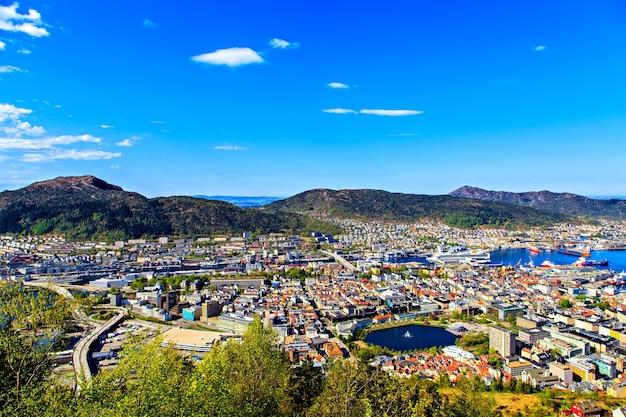 Arquitetura e natureza da cidade norueguesa de bergen