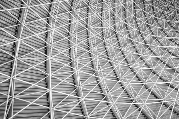 Arquitetura interior moderna de telhado de aço metal.