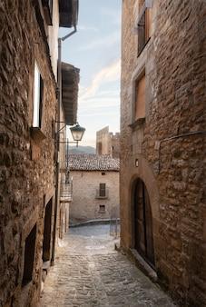 Arquitetura medieval tradicional em sos del rey catolico, aragão, espanha.