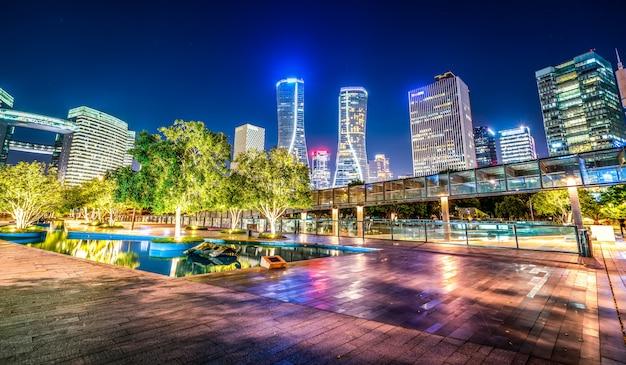Arquitetura moderna de nightscape urbano