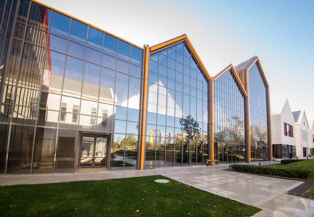 Arquitetura moderna no parque de inovação cultural