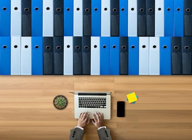 Arquivos de arquivo de negócios em um armazenamento de dados de arquivamento