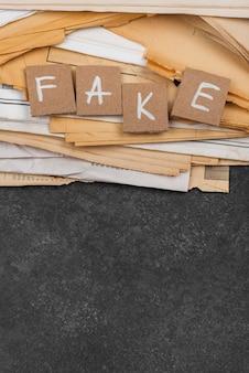 Arquivos de notícias falsos com cópia-espaço