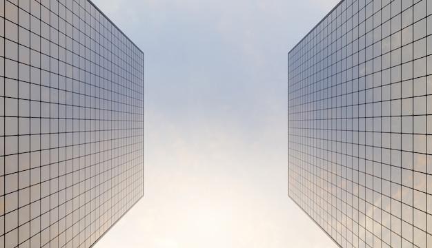 Arranha-céu de vidro visto de baixo com céu levemente nublado e colorido