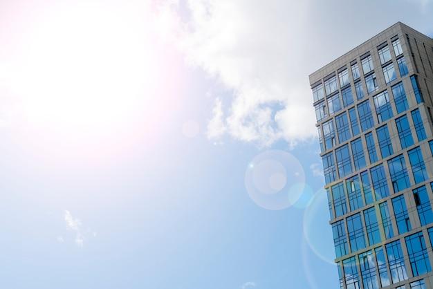 Arranha-céus da cidade moderna, vista de baixo,