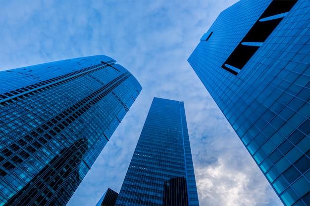 Arranha-céus de edifícios urbanos