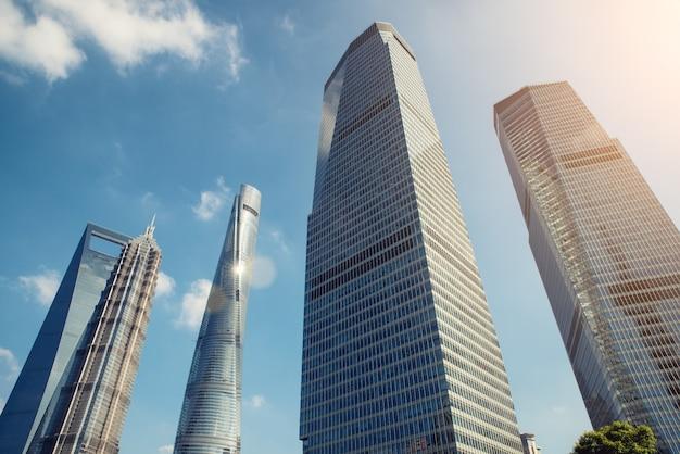Arranha-céus de shanghai no distrito financeiro de lujiazui shanghai em shanghai, china.