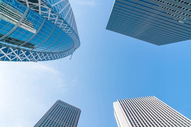Arranha-céus e céu azul - shinjuku, tóquio