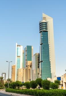 Arranha-céus modernos no centro da cidade do kuwait