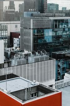 Arranha-céus modernos no distrito comercial