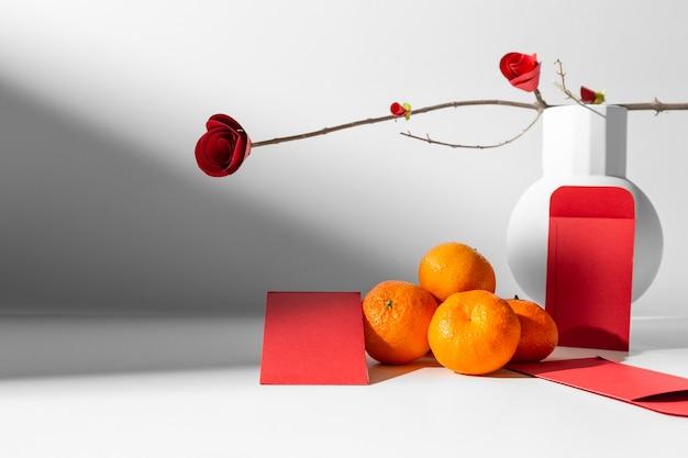 Arranjo chinês de 2021 de flores e frutas de ano novo
