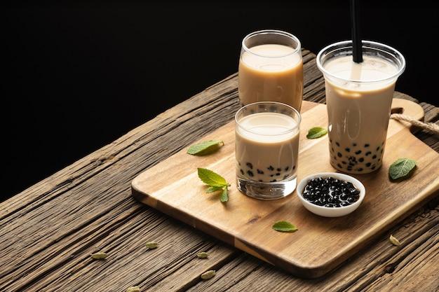 Arranjo com delicioso chá tradicional tailandês Foto gratuita