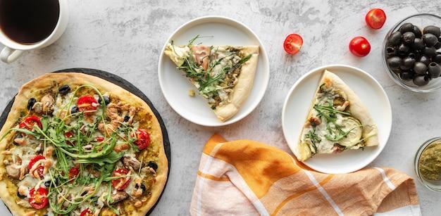 Arranjo criativo com pizza deliciosa