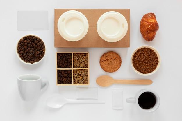 Arranjo criativo de elementos de café
