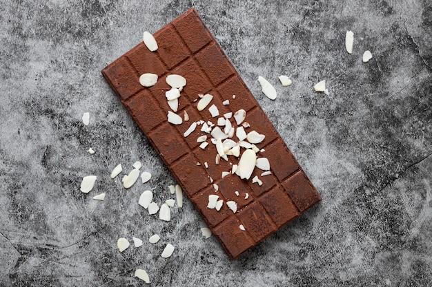 Arranjo criativo plana leigo de deliciosos produtos de chocolate