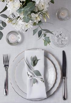 Arranjo da mesa com vista superior das flores