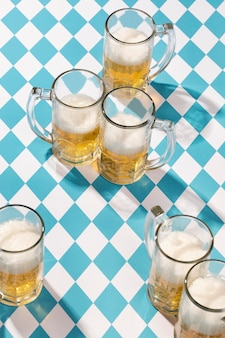 Arranjo da oktoberfest com delicioso copo de cerveja