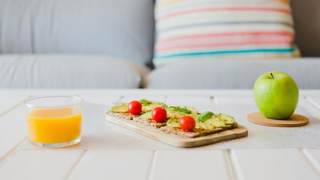 Arranjo de alimentos saudáveis para o café da manhã