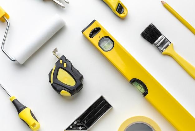 Arranjo de amarelo conjunto de ferramentas de reparo