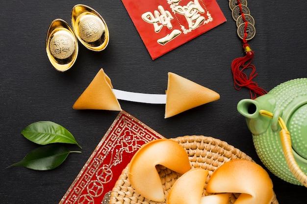 Arranjo de biscoitos da sorte do ano novo chinês