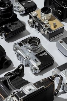 Arranjo de câmeras fotográficas vintage