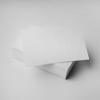 Arranjo de cartões de visita vazios