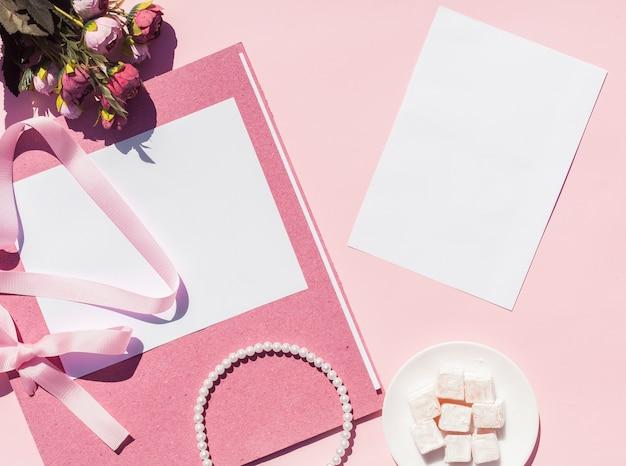 Arranjo de casamento rosa vista superior