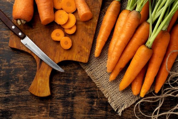Arranjo de cenouras frescas