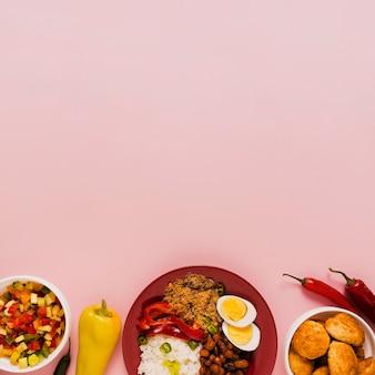 Arranjo de comida brasileira com cópia espaço