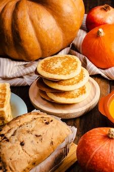 Arranjo de comida de outono de ângulo alto