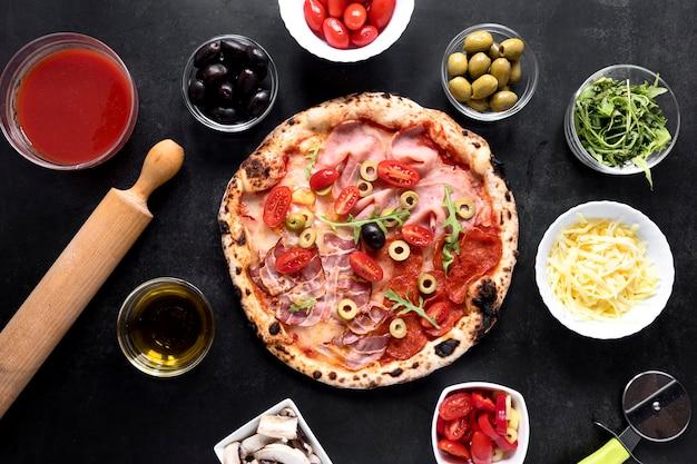Arranjo de comida italiana plana leiga