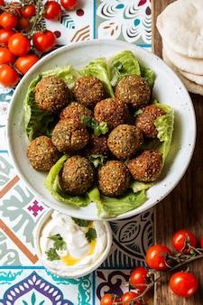 Arranjo de comida judaica delicioso