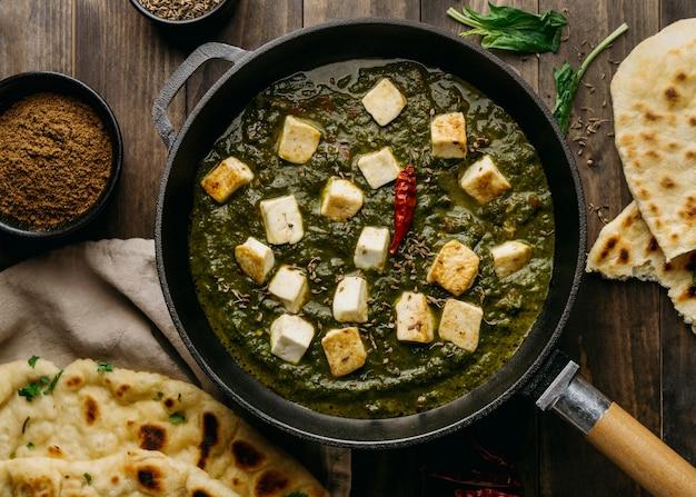 Arranjo de comida paquistanesa plana