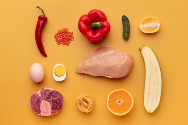 Arranjo de comida saudável plano