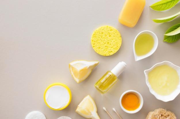 Arranjo de cosméticos naturais para spa cítrico