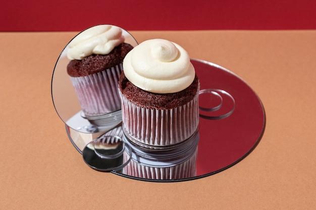 Arranjo de cupcakes de ângulo alto
