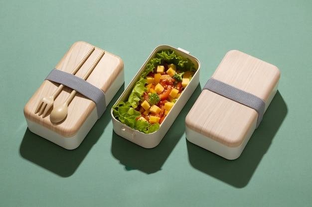 Arranjo de deliciosa caixa de bento japonesa