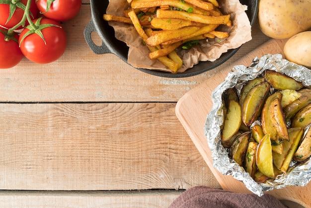 Arranjo de deliciosas batatas fritas com espaço para texto
