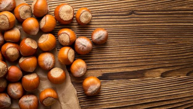 Arranjo de deliciosas castanhas frescas