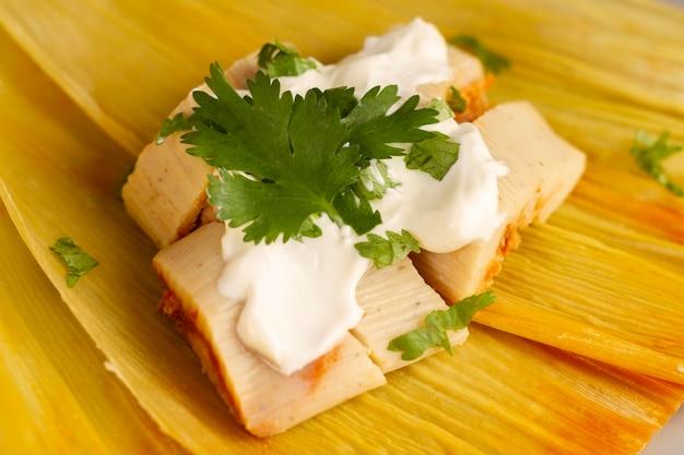 Arranjo de deliciosos tamales tradicionais