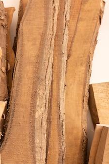 Arranjo de diferentes peças de madeira