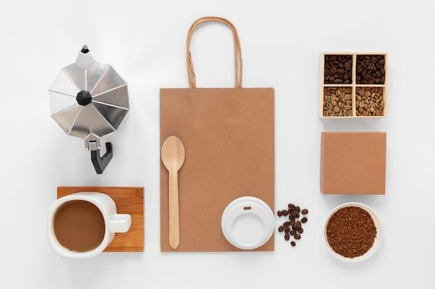 Arranjo de elementos de marca de café
