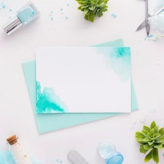 Arranjo de elementos de tratamento de unhas com cartão vazio