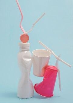 Arranjo de elementos plásticos não ecológicos