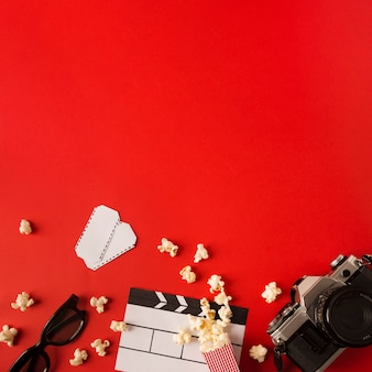 Arranjo de filmes com vista superior e espaço para cópia