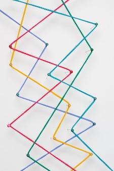 Arranjo de fios coloridos em camada plana