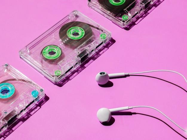 Arranjo de fitas cassete transparente com cores brilhantes