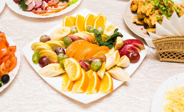 Arranjo de frutas fatiadas