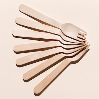 Arranjo de garfos de bio papelão